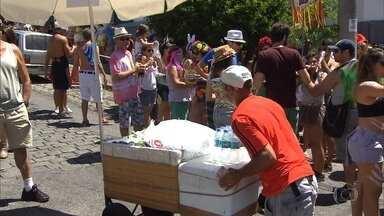 Prefeitura de BH abre inscrição para ambulantes que querem trabalhar no carnaval - Procura no BH Resolve tem sido grande; somente nesta quinta-feira (12), foram distribuídas mil senhas.