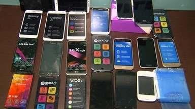 Polícia investiga venda de celulares roubados em Goiânia - A Polícia Militar prendeu suspeitos de vender os aparelhos.