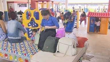 Pais dormem em escolas para garantir vaga para os filhos - Rematrículas para ensino infantil na rede municipal começaram na terça-feira, 17.