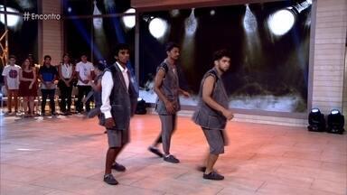Espetáculo de dança faz crítica ao consumo exagerado - O grupo Zumb.Boys se apresenta no palco do 'Encontro'