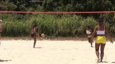 Grupo de mulheres, na Bahia, criam praia particular para jogar futevôlei - Grupo de mulheres, na Bahia, criam praia particular para jogar futevôlei