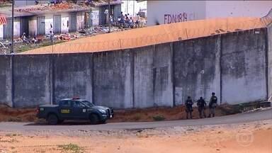Começa a transferência de presos no Rio Grande do Norte - A polícia vai trocar 200 presos de presídios para separar as quadrilhas. Em Alcaçuz, já são cinco dias de confusão.