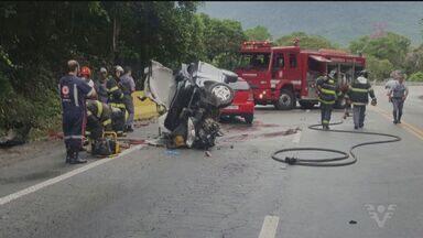 Uma pessoa morre em acidente na Rio-Santos - Batida entre dois veículos aconteceu na altura do bairro Iriri, na Área Continental de Santos.