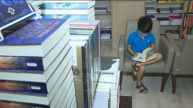 Pais reclamam de preço de módulos escolares em Campina Grande - Procon considera prática de venda de módulo em escola legal.