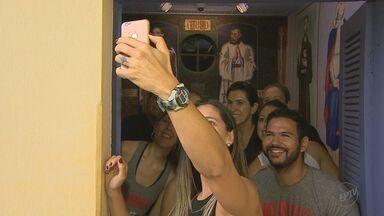 Dia de 'Selfie no Museu' leva moradores a visitar local em Brodowski - Ideia foi adotada por pessoas de todo o mundo e imagens circulam pelas redes sociais.
