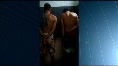 Menor suspeito de roubar celular é espancado por moradores, em Luziânia - Ele e outro adolescente foram apreendidos suspeitos do crime.