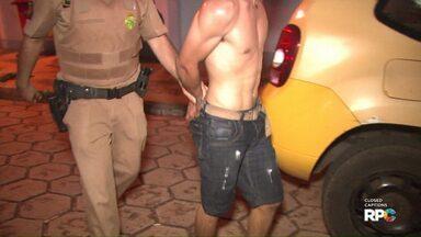 Homem é preso por receptação de carro roubado no Profilurb 1 - Ele tentou impedir a entrada da polícia na casa