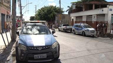 Polícia reforça segurança no bairro do Pau Miúdo após ônibus ser incendiado - O incêndio aconteceu na noite de quinta-feira (19), mas o clima na região ainda está tenso.