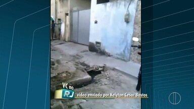 Rua intransitável é motivo de reclamação para moradores de Campos, no RJ - Esgoto a céu aberto incomoda população.