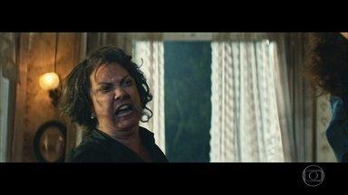 Zana surta e Domingas morre relembrando o passado - A viúva expulsa todos de casa e a mãe de Nael sofre com relação de Omar
