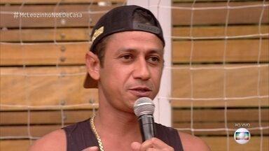 MC Leozinho confessa que era bagunceiro quando criança - Cantor fala sobre os três filhos e diz que os mais novos dão muito trabalho.