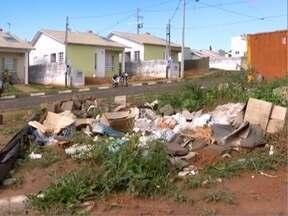 Moradores de Presidente Bernardes reclamam de terrenos abandonados - Problema afeta o Bairro Reinaldo Kimura.