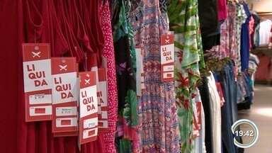 Lojas de shoppings de São José fazem liquidação - É uma chance para comércio alavancar vendas.