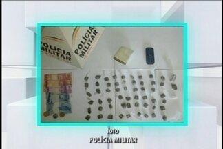 Quatro são detidos por suposto tráfico em Carmo da Mata - Três jovens foram presos e um adolescente foi apreendido. Eles tinham 57 buchas e um tablete de maconha.