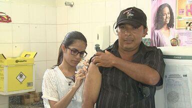 Moradores são vacinados contra a febre amarela em Jaboticabal - Quatro macacos foram encontrados mortos após contrair a doença.