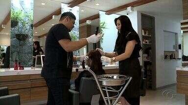 Confira dicas para descolorir os cabelos - Dermatologistas alertam para os riscos da descoloração capilar