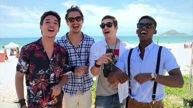 Confira os bastidores do clipe da banda 4.4 - Galera enfrentou o sol do Rio de Janeiro e gravou o clipe na praia carioca