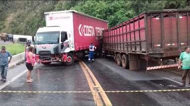 Acidente bloqueia BR-277 por mais de duas horas em Guarapuava - O acidente envolveu três caminhões e um carro. Uma fila de mais de 18 quilômetros se formou na rodovia.