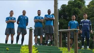 Líder do Paranaense, JMalucelli quer manter o topo contra o Paraná - Aposta do Jotinha é em jogadores que já passaram por várias equipes do nosso estado