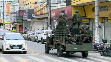 Setecentos policiais são indiciados pelo crime de revolta no Espírito Santo - A greve dos policiais militares completa uma semana nessa sexta-feira (10). Essa madrugada, fracassou a tentativa de acordo entre governo e as mulheres dos PMs, que estão à frente das negociações.