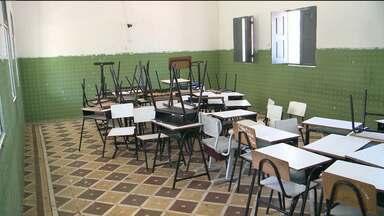 Escolas fechadas em Pombal e Lagoa Seca causam transtornos para estudantes - Familiares dos alunos temem por prejuízos no aprendizado