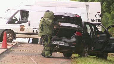 Polícia encontra explosivos em carro na BR-277 - O veículo foi abandonado depois de ter sido perseguido pela polícia.