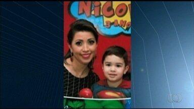 Mãe e filho morrem carbonizados após acidente na BR-452, em Goiás - Segundo PRF, vítimas estavam em carro que invadiu a pista contrária.