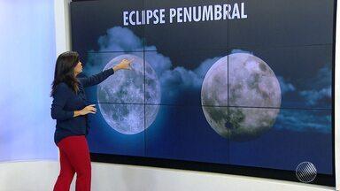 Eclipse penumbral acontece na noite desta sexta (10) - Diferente dos eclipses tradicionais, quando a lua fica escondida, neste eclipse ela penumbra da terra, fica opaca, e perde um pouco do brilho prateado.