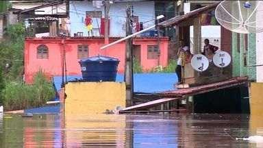 Oitenta famílias do município de Atílio Vivacqua são atingidas por enchente, no sul do ES - Maior necessidade de famílias é por água potável e alimentos.