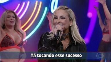 Claudia Leitte canta 'Largadinho' - Cantora relembra seu antigo sucesso