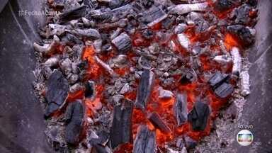 Ana Maria dá dica para a brasa perfeita para o seu churrasco - Apresentadora mostra várias formas de manter o carvão na temperatura perfeita para assar as carnes
