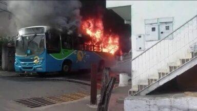 Governo do ES divulga número oficial de homicídios durante greve da PM - Segundo o governo do Espírito Santo, em 10 dias durante o protesto, 143 pessoas foram assassinadas. Na terça-feira (14), mais um ônibus foi incendiado.