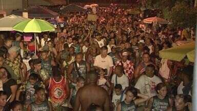 Bandas desfilaram pelas ruas de Santos nesta terça-feira - A folia aconteceu nos bairro Embaré e Macuco.
