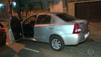 Homem é morto em assalto quando voltava do cinema com a namorada em Vila Isabel - Sérgio Rabelo, de 66 anos, foi abordado por quatro bandidos e entregou o carro. Uma viatura da polícia passou, ele pediu ajuda e acabou baleado pelos bandidos.