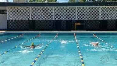 Nadadores de Corumbá competem em disputa estadual - São quatro atletas. Eles estão ansiosos, mas bastante confiantes.