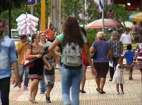 Pesquisa revela que brasileiros não conseguem guardar dinheiro; entenda - Pesquisa revela que brasileiros não conseguem guardar dinheiro; entenda