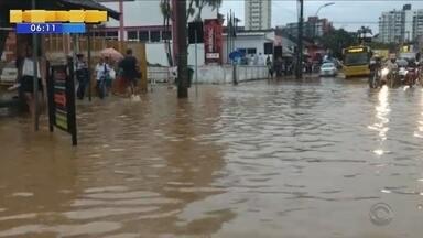 Em uma hora, choveu o equivalente a uma semana em Joinville - Em uma hora, choveu o equivalente a uma semana em Joinville