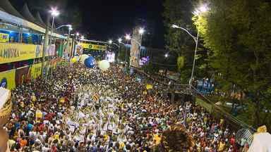 Confira como foi a sexta (24) de carnaval no circuito do Campo Grande - Babado Novo e É o Tchan foram uma das atrações que animou os foliões.