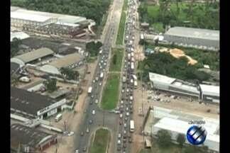 Fluxo de veículos na rodovia BR-316 foi intenso na manhã deste sábado (25) - Os motoristas precisaram de paciência para deixar a capital do estado no primeiro dia do feriadão do Carnaval.