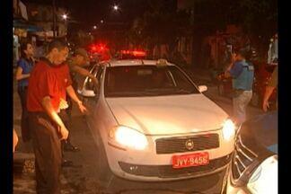 Bandidos fazem taxista refém no centro de Belém - Taxista foi assaltado no ponto da cooperativa e feito refém por dois criminosos, que usaram o carro dele para fazer assaltos, mas o veículo acabou sendo interceptado pela polícia.