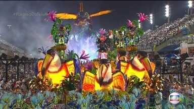 Abre-alas da Paraíso do Tuiuti traz animais híbridos, flores e frutas - Durante o período do descobrimento, o mundo dito civilizado viu em nossa natureza exuberante uma tropicalidade exótica e nos vestiram de paraíso terrestre.