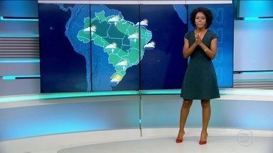 Previsão é de chuva para boa parte do país nesta terça-feira (28) - Rio de Janeiro pode ter chuva durante os desfiles desta segunda (27).