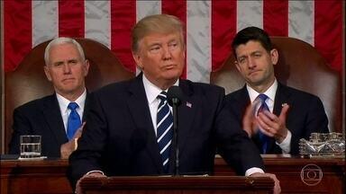 Donald Trump vai ao Congresso propor gastos monumentais com armas e defesa - O presidente americano se dirigiu as democratas para que apoiassem as medidas dele. E muitas vezes ele foi aplaudido.