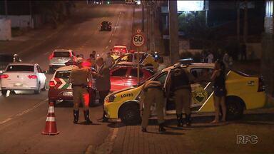 Quase 70 acidentes de trânsito foram registrados nas ruas de Curitiba durante o carnaval - Quatro pessoas morreram e 55 ficaram feridas.