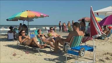 Cerca de um milhão e meio de pessoas passaram o feriado no litoral paranaense - Tem já pensando no próximo feriado.