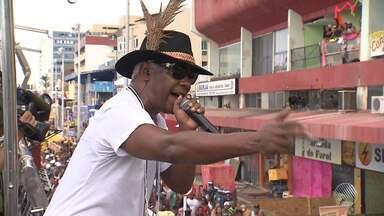 Psirico, Danniel Vieira e convidados arrastam o folião no arrastão do carnaval de Salvador - Veja como foi o tradicional arrastão da quarta-feira de cinzas.