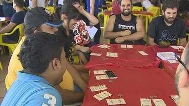 Ludic Day reúne jogos de RPG e exposições em Porto Velho. - Exposição de quadrinhos e jogos de RPG atrai jovens durante o carnaval.