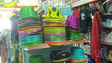 Com o término do Carnaval, lojistas trocam as vitrines e investem em liquidações - Momento é de preparar as lojas paras as próximas datas comemorativas.