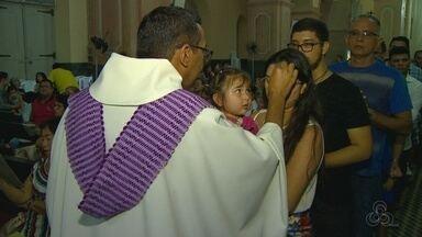 Missa de Quarta-Feira de Cinzas reúne fiéis em Manaus - Católicos iniciaram a quaresma com a tradicional missa.