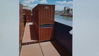 Quase meia tonelada de cocaína é apreendida em navio no ES - Embarcação saiu do Rio de Janeiro e estava a caminho da Bélgica.Navio estava atracando no porto quando agentes encontraram a droga.